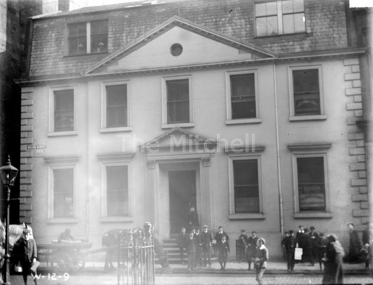A black and white photograph of a building in Miller Street, Glasgow, taken in 1909